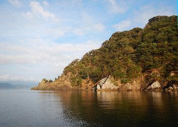 DSCN0241岩と海.jpg