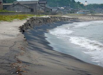 DSCN3467 削られた砂浜.jpg
