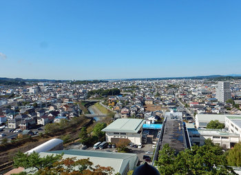 DSCN3948-掛川市街地と逆川.jpg