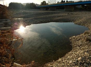 DSCN4211 河原の池.jpg