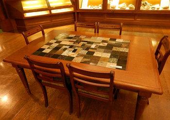 DSCN4249 レアなテーブル.jpg
