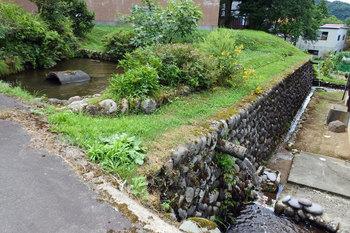 DSC_8511 沢水を利用した池.jpg