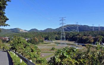 DSC_9520 丘陵地と送電線.jpg