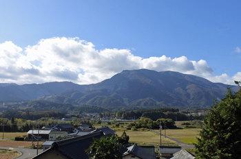DSC_9525 東から見た藤原岳.jpg
