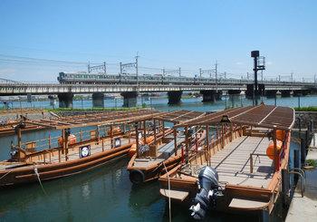 屋形船と東海道線の電車.jpg