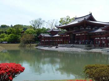 平等院鳳凰堂と池.jpg