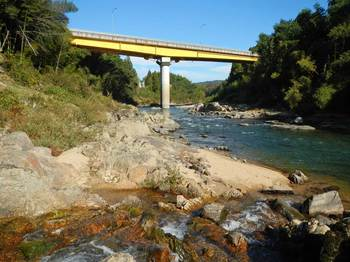 木津川と岩谷峡合流点、橋.jpg
