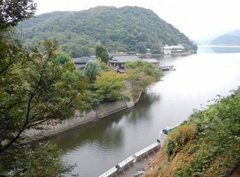 水月湖と浦見川始点.jpg