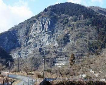 石灰石鉱山跡.jpg