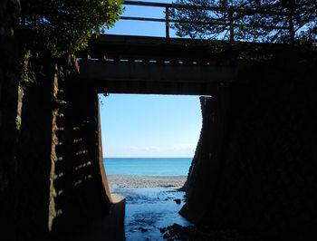 紀勢本線の鉄橋と海.jpg