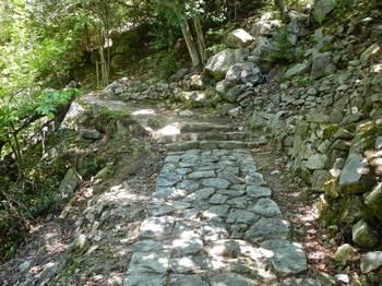 花崗岩の敷石.jpg