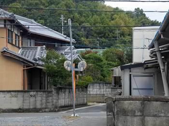 高いところを走る奈良線.jpg