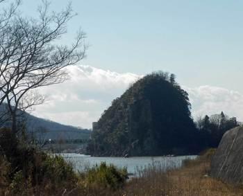 鵜沼の岩山.jpg